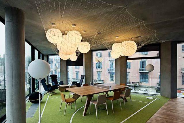 具体效果如下: 创意办公室装修设计 创造了不用的工作环境,以满足员工图片