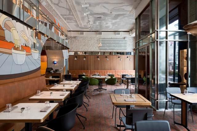 打造一個屬于自己的主題餐廳裝修設計并不難,難的是沒有找到合適的裝修公司,只要找對了裝修公司,打造專屬自己的主題風格店鋪不是夢!好比如接下來廣州裝修公司要給大家分享的這個主題酒館設計案例,具體的效果用圖片形式來為大家展現!  主題酒館裝修設計  主題酒館裝修設計  主題酒館裝修設計  主題酒館裝修設計  主題酒館裝修設計  主題酒館裝修設計 此案例是位于俄羅斯的一個蘇維埃主題酒館,當你進入酒館的時候,你的注意力會被Dmitry Asuka的大壁畫所吸引。它那宏偉的面積和明亮的色彩覆蓋著酒館中央的墻壁,這種突