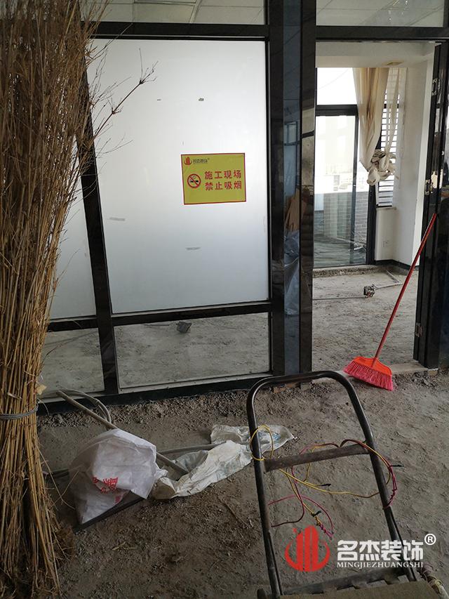 办公室装修现场施工照.jpg